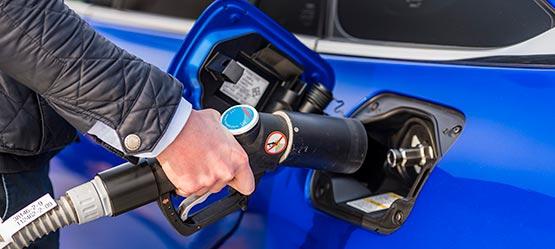 04_Toyota-levert-nieuwe-Mirai-inclusief-eigen-waterstoftankstation-555-Waterstof-ontzettend-belangrijk.jpg